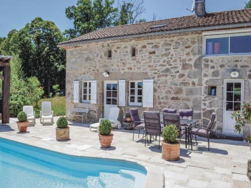 Holiday home Pouzol : Hebergement proche de Le Bourdeix