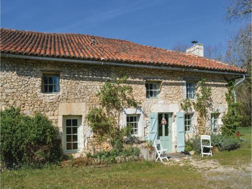 Three-Bedroom Holiday Home in St Fel. de Bourdeilles : Hebergement proche de La Chapelle-Montmoreau