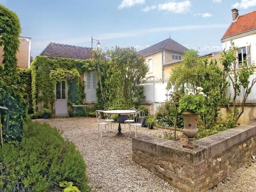 Holiday Home Chablis Boulevard De Ferrieres : Hebergement proche de Fleys