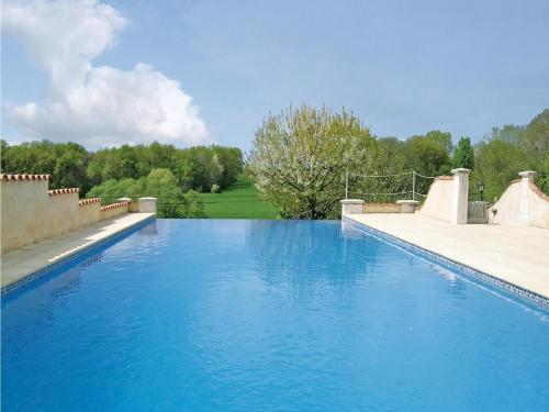 Holiday home Montignac Le Coq with Outdoor Swimming Pool 392 : Hebergement proche de Saint-Amant