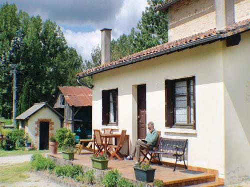 Holiday Home Charroux with Fireplace 07 : Hebergement proche de Savigné