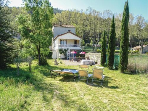 Three-Bedroom Holiday Home in Villen. les Corbieres : Hebergement proche de Villeneuve-les-Corbières
