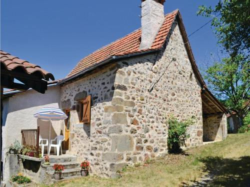 Two-Bedroom Holiday Home in St. Bressou : Hebergement proche de Sainte-Colombe