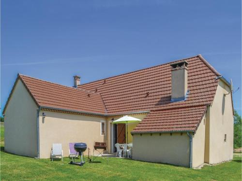 Three-Bedroom Holiday Home in Montfaucon : Hebergement proche de Séniergues