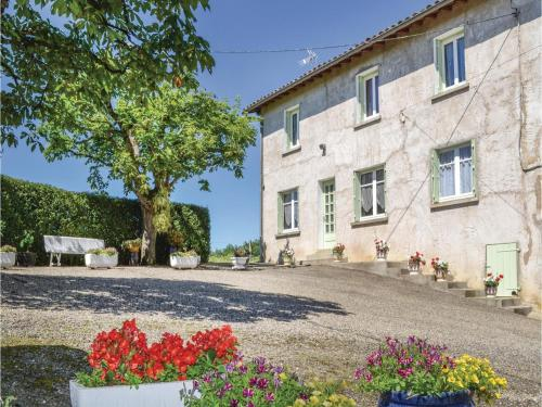 Two-Bedroom Holiday Home in Durfort Capelette : Hebergement proche de Lafrançaise
