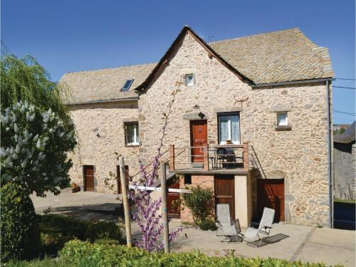 Two-Bedroom Holiday Home in Rieupeyroux : Hebergement proche de Prévinquières