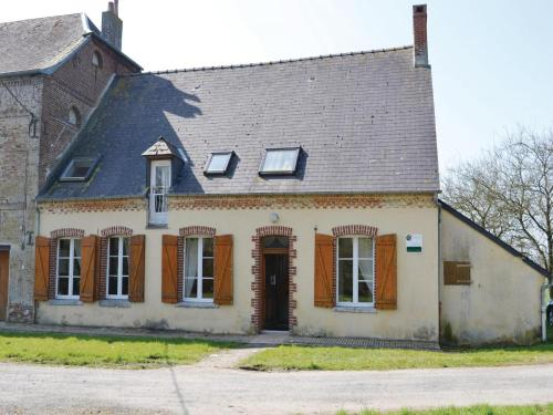 Three-Bedroom Holiday Home in Chigny : Hebergement proche de Lavaqueresse