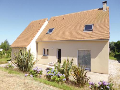 Three-Bedroom Holiday Home in Brillevast : Hebergement proche de Théville