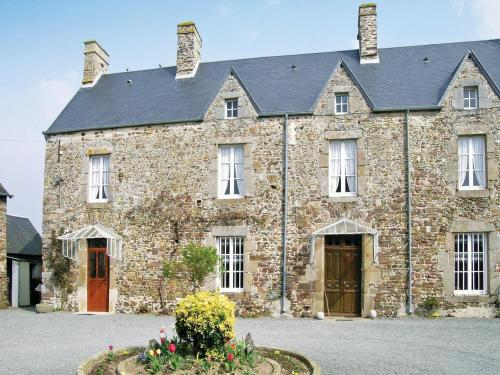 Holiday home Le Prieuré : Hebergement proche de Brainville