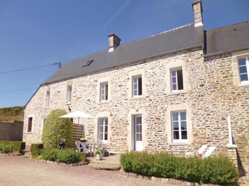 Holiday Home Quettehou with Sea View 04 : Hebergement proche de Crasville