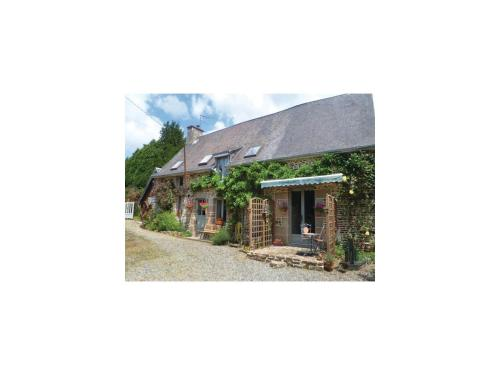 Three-Bedroom Holiday Home in Les Loges Marchis : Hebergement proche de Savigny-le-Vieux