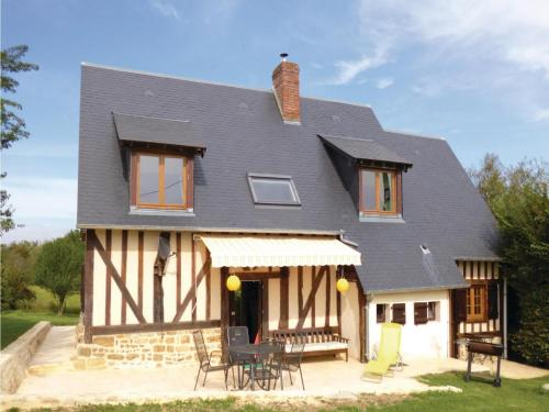 Holiday Home Vimoutiers with Fireplace VIII : Hebergement proche de La Chapelle-Haute-Grue