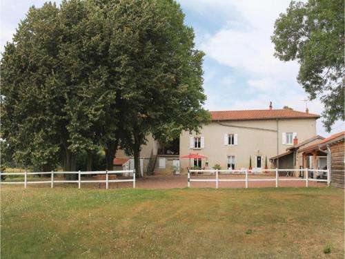 Three-Bedroom Holiday Home in Jassans Riottier : Hebergement proche de Frans