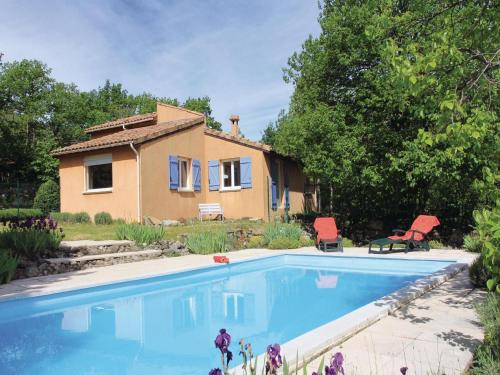 Holiday Home Mayres - 02 : Hebergement proche de Loubaresse