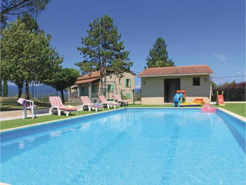 Three-Bedroom Holiday Home in Beaulieu : Hebergement proche de Beaulieu