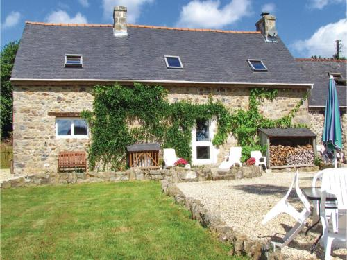 Three-Bedroom Holiday Home in Duault : Hebergement proche de Carnoët