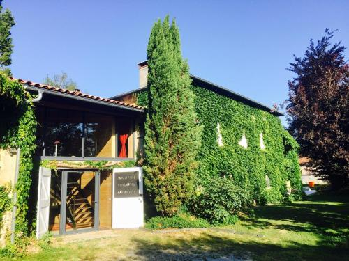 Magnificent Renovated Farmhouse : Hebergement proche d'Anneyron