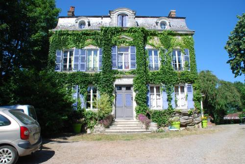 Le chateau : Chambres d'hotes/B&B proche d'Any-Martin-Rieux