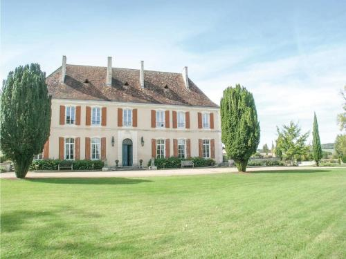 Six-Bedroom Holiday Home in Cherval : Hebergement proche de La Chapelle-Grésignac