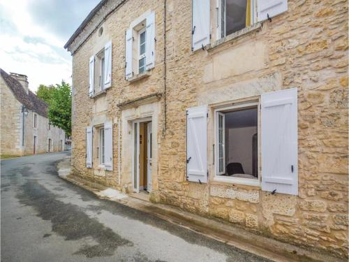 Five-Bedroom Holiday Home in Savignac-Les-Eglises : Hebergement proche de Sarliac-sur-l'Isle