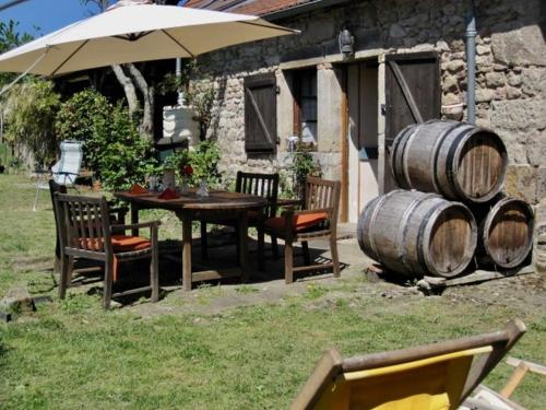 CHAMBRES D' HOTES LA LISON : Chambres d'hotes/B&B proche d'Antully