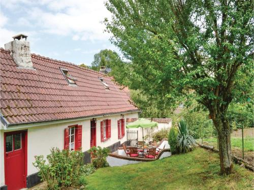 Three-Bedroom Holiday Home in Gouy en Ternois : Hebergement proche de Buneville