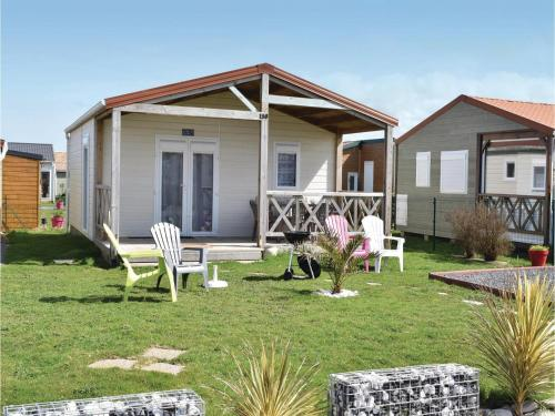 Two-Bedroom Holiday Home in Grandcamp Maisy : Hebergement proche de Géfosse-Fontenay