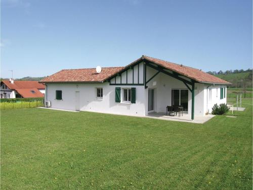 Four-Bedroom Holiday Home in Aicirits Camou Suhast : Hebergement proche de Béhasque-Lapiste