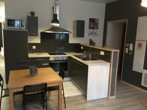 Appartement impeccable en centre ville : Appartement proche de Hierges