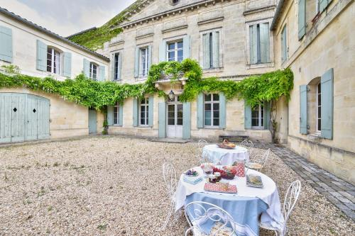Château Rambaud by Weekome : Chambres d'hotes/B&B proche de Cadarsac