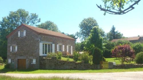 Renovated sheepfold in the heart of a village in Auvergne : Hebergement proche de Saint-Paul-le-Froid