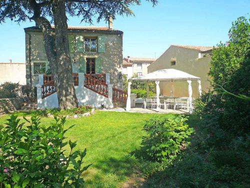 Central location, beautiful renovation, large garden, pool : Hebergement proche de Campagnan