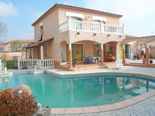 Modern house with large pool on the outskirts of Perpignan : Hebergement proche de Pollestres