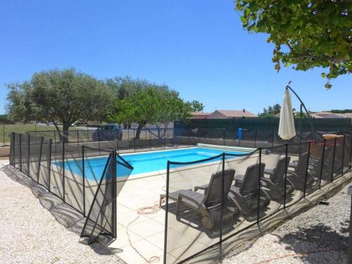 Renovated house near the village, swimming pool, 30 kms form the beaches : Hebergement proche d'Ouveillan