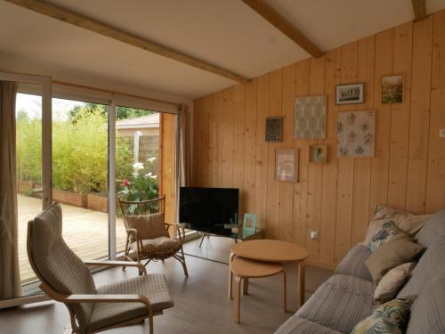 Lovely and peaceful house in Le Porge : Hebergement proche de Saumos
