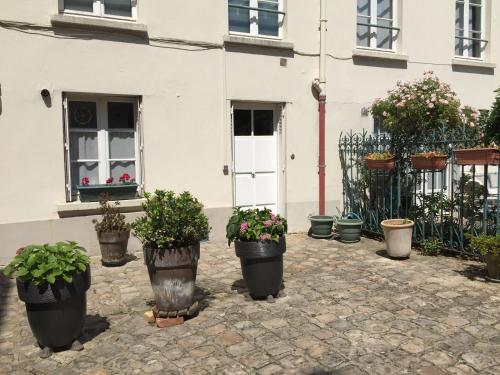 Studio Saint Louis : Appartement proche de Buc