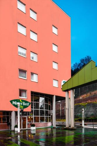 Mister Bed City Centre-Ville Bourgoin-Jallieu : Hotel proche de Four