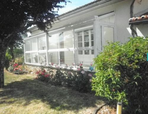 Holiday home Courtillas : Hebergement proche de Montbron