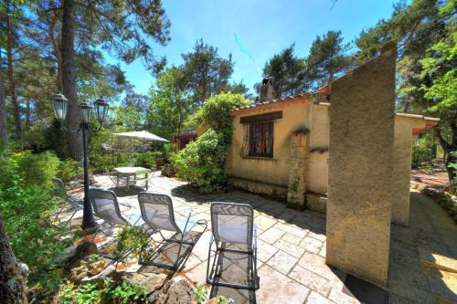 ROMARINE - Tourtour: charming maisonette with pool and tennis : Hebergement proche d'Ampus