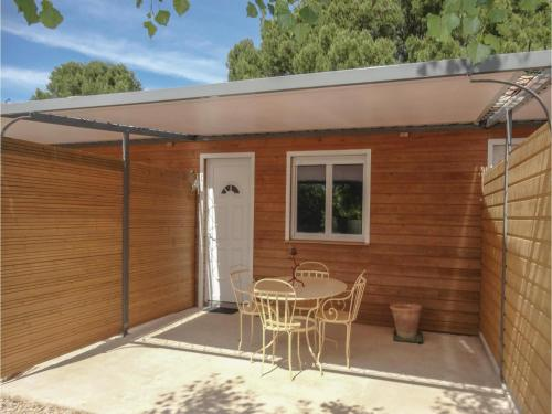 One-Bedroom Holiday Home in Le Pouget : Hebergement proche de Canet