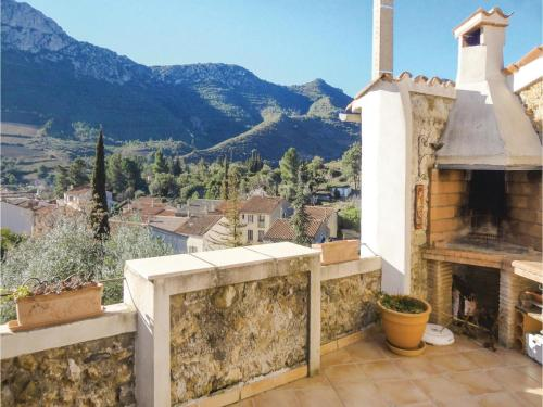 Three-Bedroom Holiday Home in Maury : Hebergement proche de Lansac