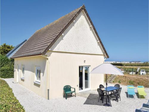 Two-Bedroom Holiday Home in Lestre : Hebergement proche de Fontenay-sur-Mer