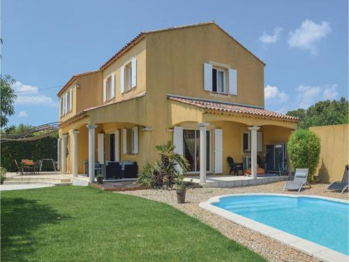 Four-Bedroom Holiday Home in Trets : Hebergement proche de Trets