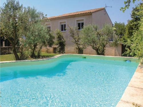 Three-Bedroom Holiday Home in St Paul Trois Chateaux : Hebergement proche de Clansayes