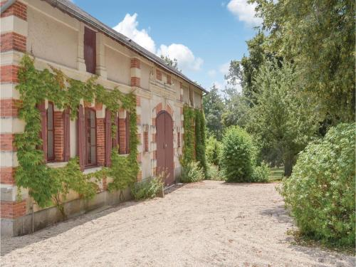 Holiday home Bouére 39 with Outdoor Swimmingpool : Hebergement proche de Beaumont-Pied-de-Bœuf