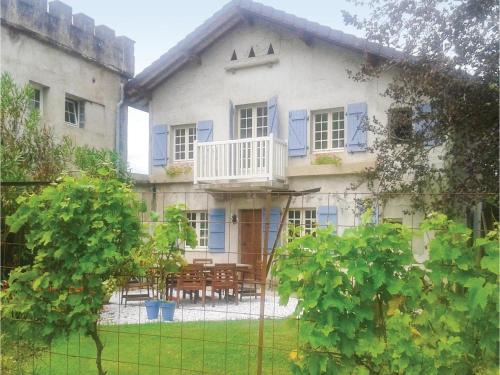 Two-Bedroom Holiday Home in Charrite de Bas : Hebergement proche d'Aroue-Ithorots-Olhaïby