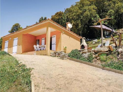 Three-Bedroom Holiday Home in Casalabriva : Hebergement proche de Casalabriva