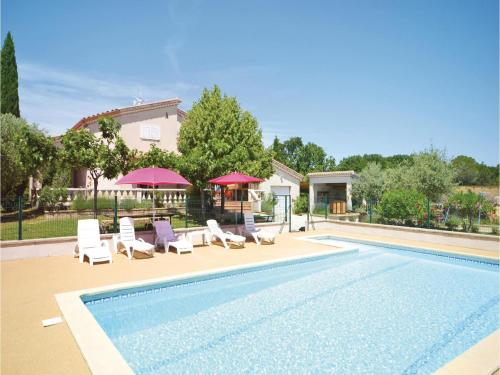 Four-Bedroom Holiday Home in Montignargues : Hebergement proche de Parignargues