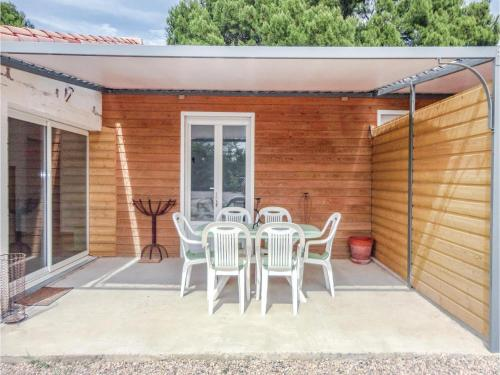 Two-Bedroom Holiday Home in Le Pouget : Hebergement proche de Canet