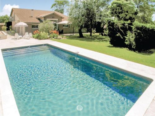 Three-Bedroom Holiday Home in St.Aubin de Cadeleche : Hebergement proche de Razac-d'Eymet
